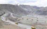 新疆军区红军师万人千车整建制开赴中印边境