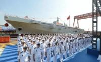 中国海军首艘两栖攻击舰下水