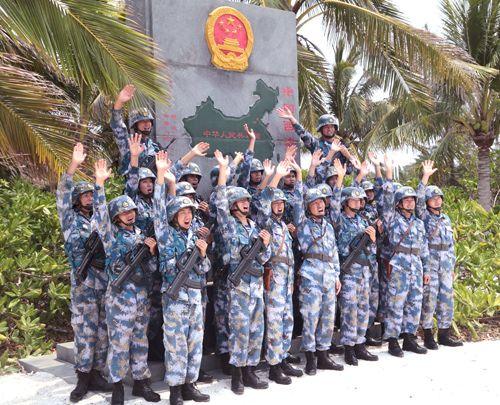 琛航岛守备队官兵在主权碑前