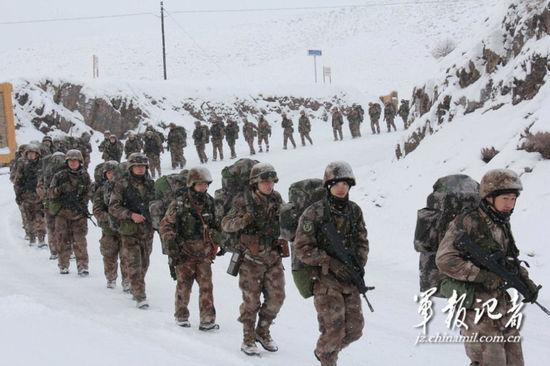 新疆军区野外拉练
