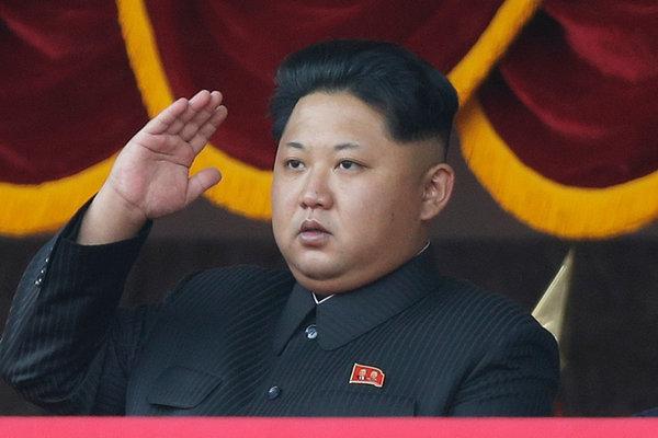 朝鲜领导人金正恩在2015年的阅兵式上