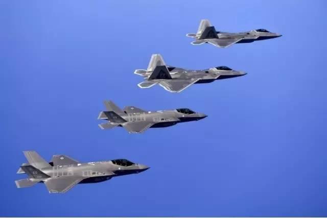F-22与F-35A