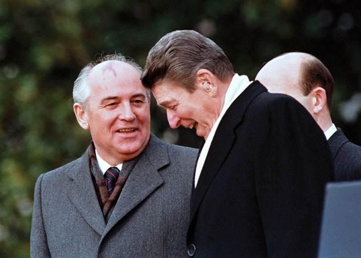 里根与戈尔巴乔夫