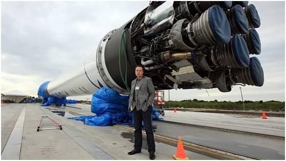 马斯克和猎鹰9号火箭