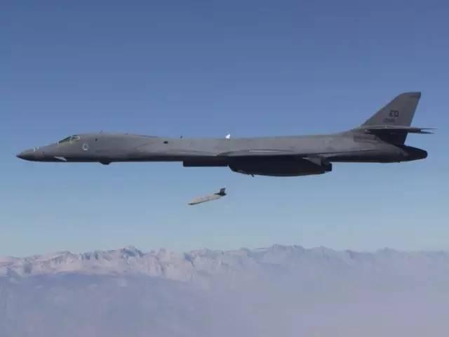 "B-1B发射""远程反舰导弹"""