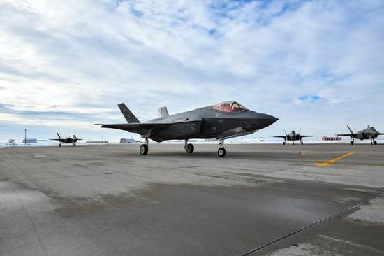 参加2017年度红旗军演的F-35
