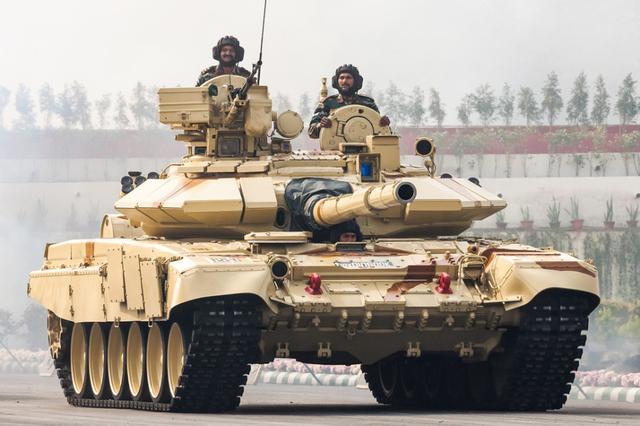 印度陆军装备的T-90S主战坦克