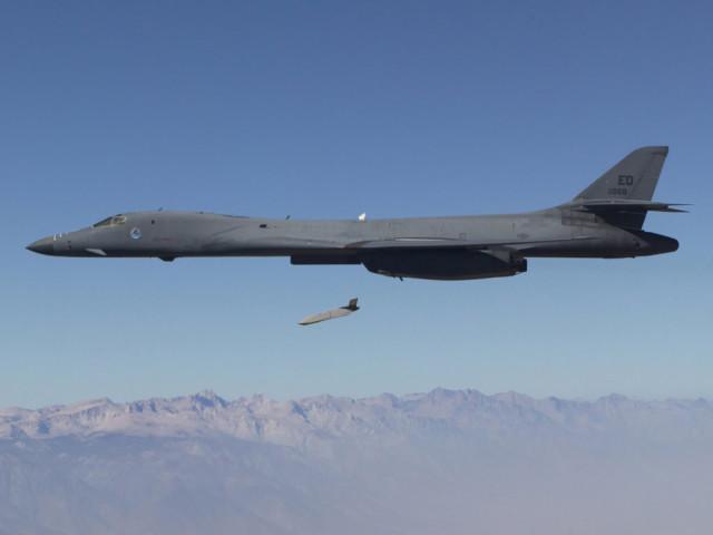 B-1B试射LRASM远程反舰导弹