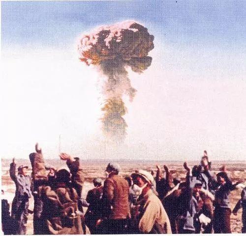 中国第一颗原子弹爆破成功