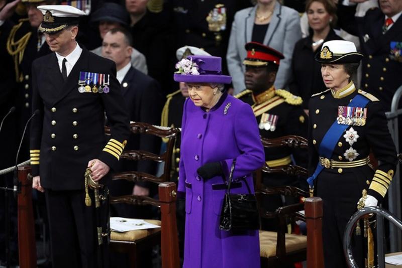 英国女王伊丽莎白二世出席航母服役仪式