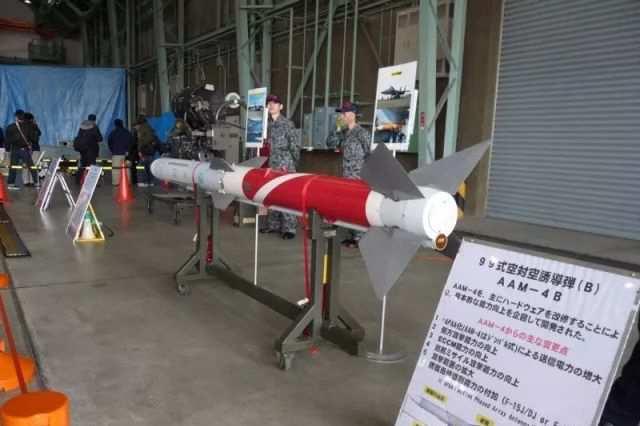 AAM-4B中距空空导弹