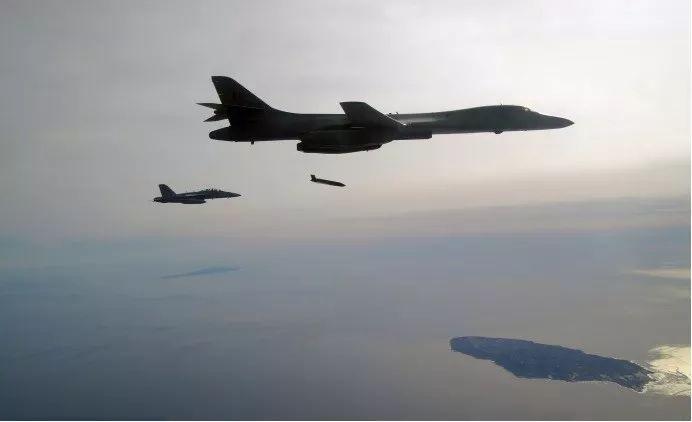 B-1B投射AGM-158C