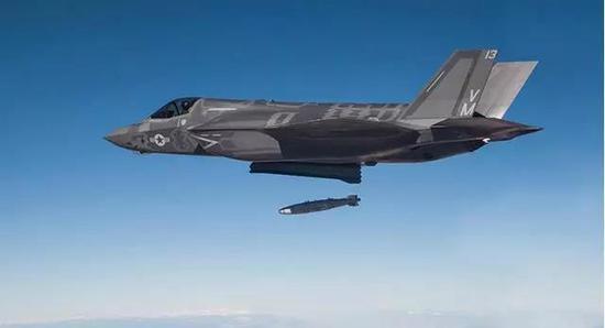 F-35投弹