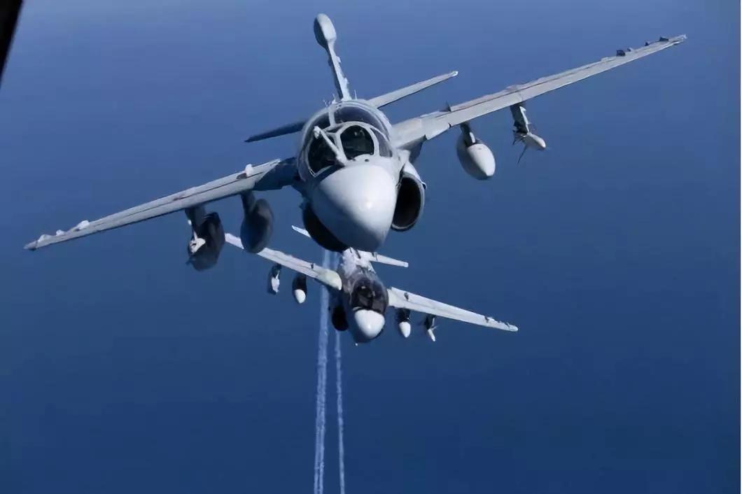 VMAQ-2中队的EA-6B