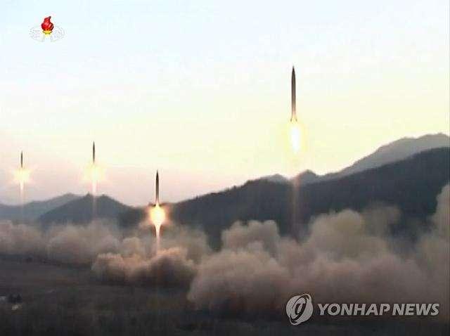 朝鲜导弹齐射